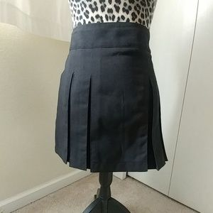 Black Pleated Mini Skirt With Zip On The Side